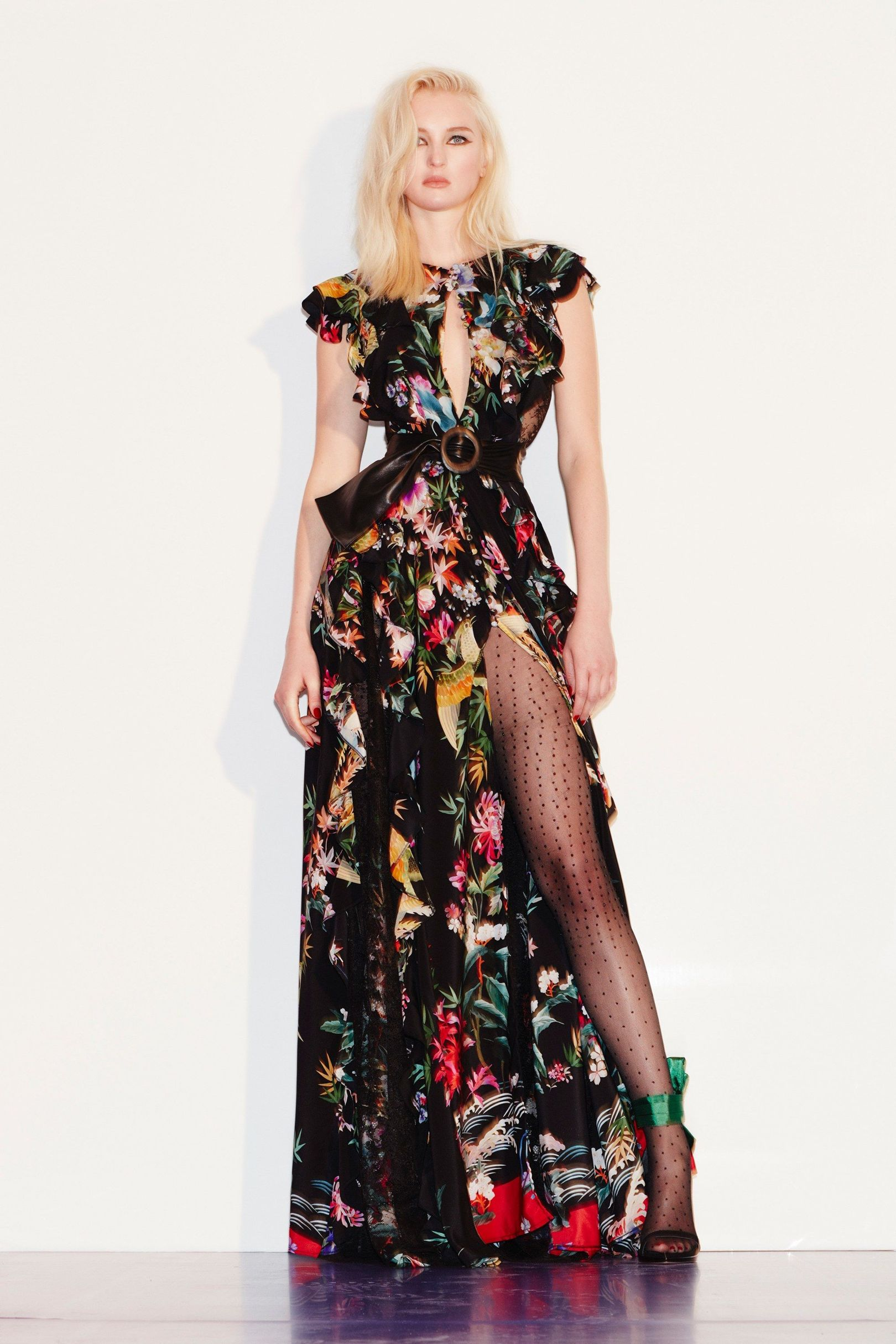 images/cast/20172000010000150=Pre Fall 2017 COLOUR'S COMPANY fabrics x=Zuhair Murad
